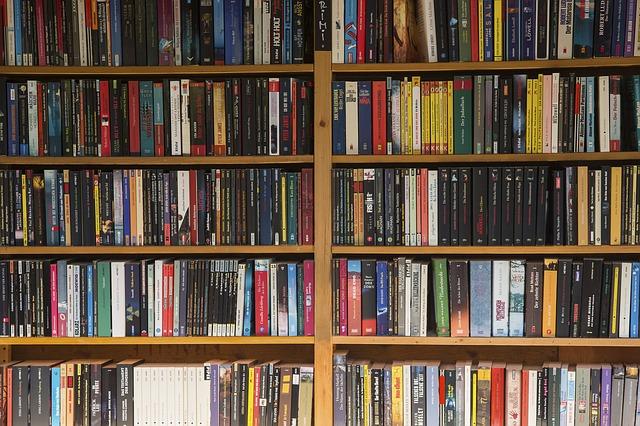 電子書籍の影響で、文庫本の市場が激減している